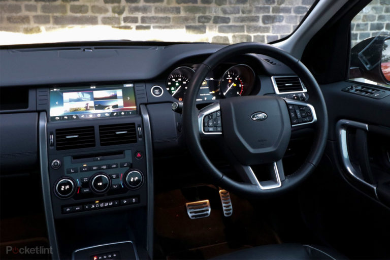 143115-cars-review-land-rover-discovery-sport-review-interior-image1-hpt95d6a0p