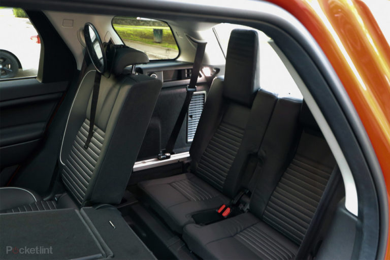 143115-cars-review-land-rover-discovery-sport-review-interior-image8-a698wztx04