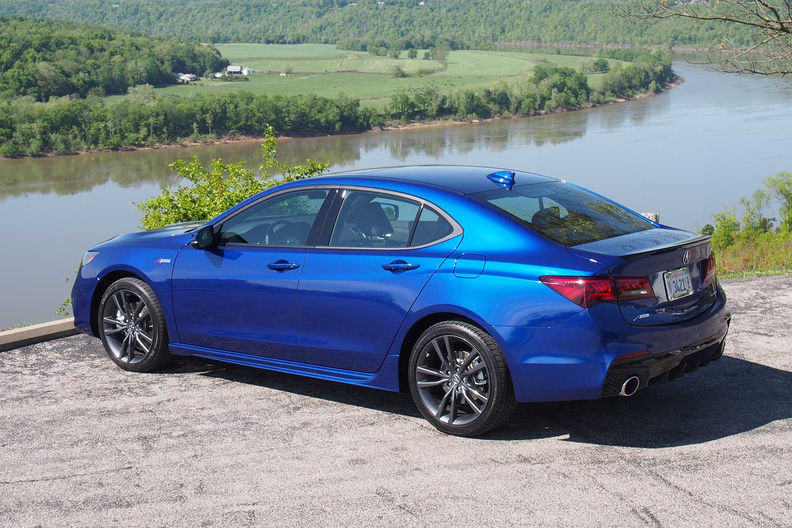 2018 acura tlx a spec first test review actually sort of sporty gearopen. Black Bedroom Furniture Sets. Home Design Ideas