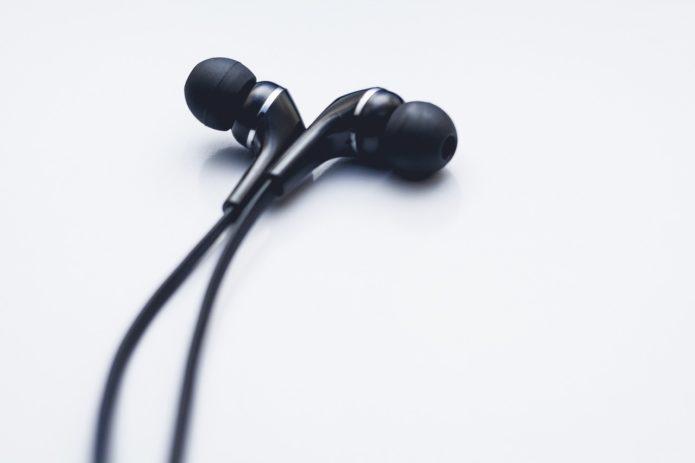 earphones-2602313_1280