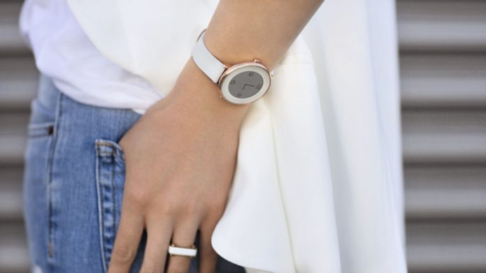 Best Smartwatches For Women 2017: Stylish & Hybrid Smartwatch For Women