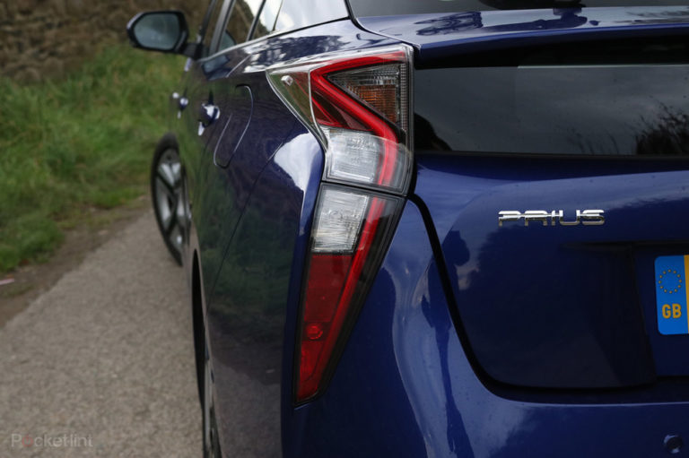 135881-cars-review-review-toyota-prius-review-details-image1-xnezfarqyv