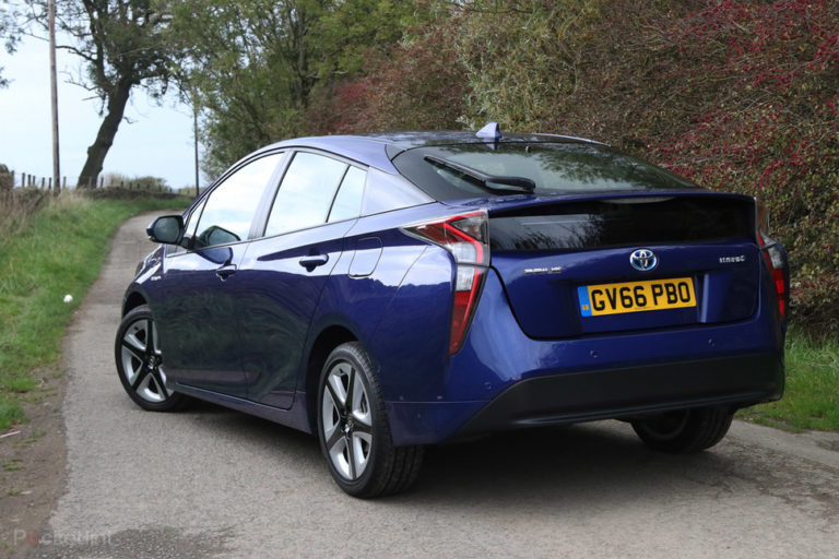 135881-cars-review-review-toyota-prius-review-image3-n9igafex4g