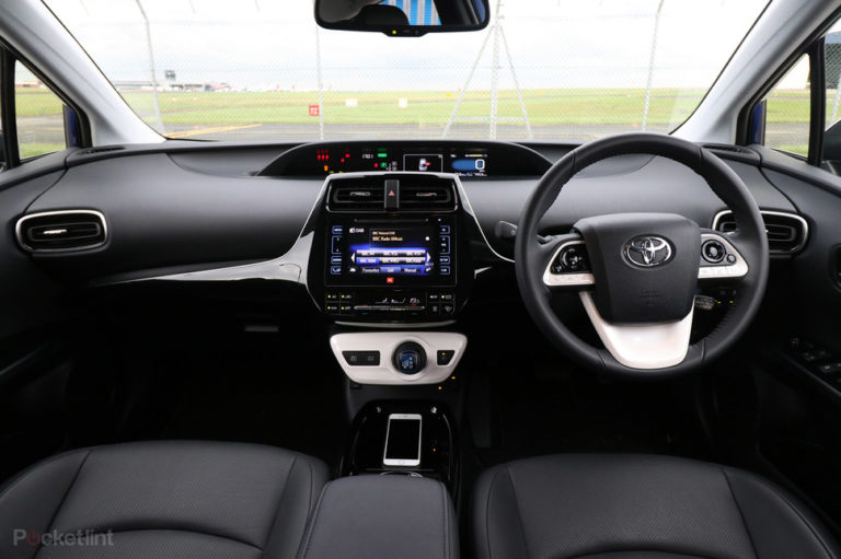 135881-cars-review-review-toyota-prius-review-interior-image1-8ivoftuno3