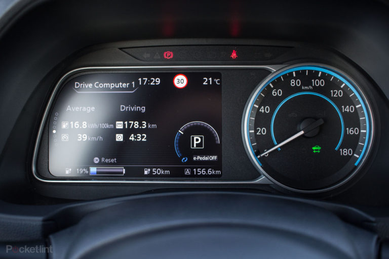 142174-cars-review-review-nissan-leaf-review-driver-display-image1-9un1g5lew6