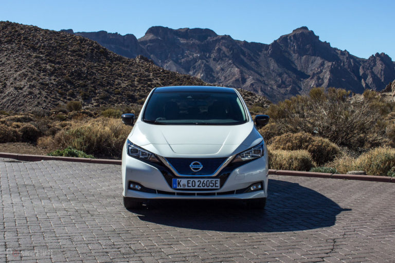 142174-cars-review-review-nissan-leaf-review-image3-xpoomtakhq