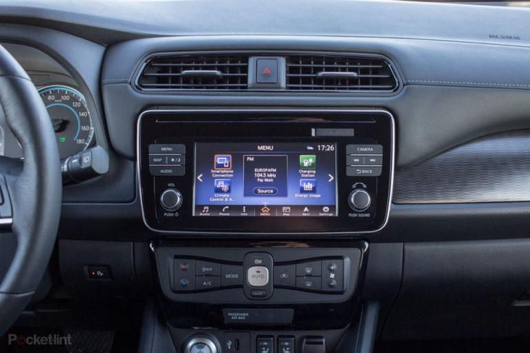 142174-cars-review-review-nissan-leaf-review-interior-image1-iriouw5qf7