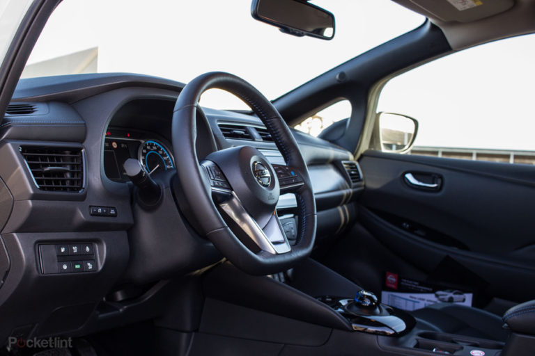 142174-cars-review-review-nissan-leaf-review-interior-image17-4fhzogyeic