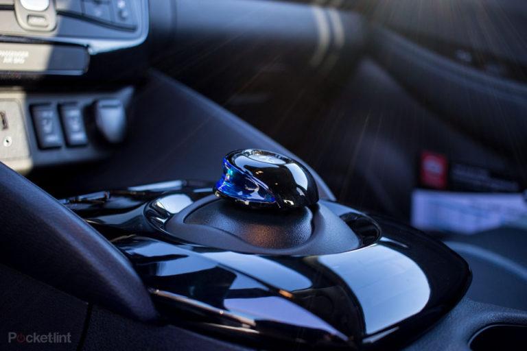 142174-cars-review-review-nissan-leaf-review-interior-image19-wjetuhlgos