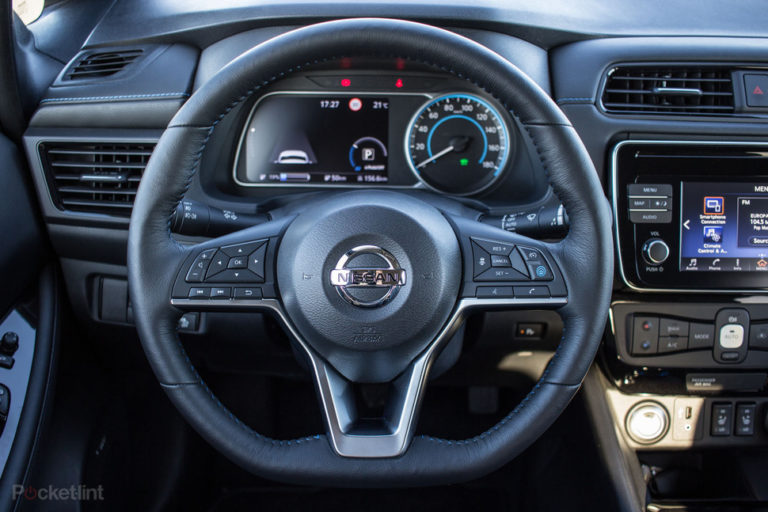 142174-cars-review-review-nissan-leaf-review-interior-image8-nwfxhyakip