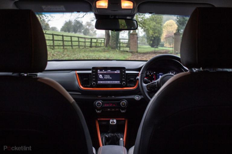 143040-cars-review-kia-stonic-interior-image1-zsarxeukw4