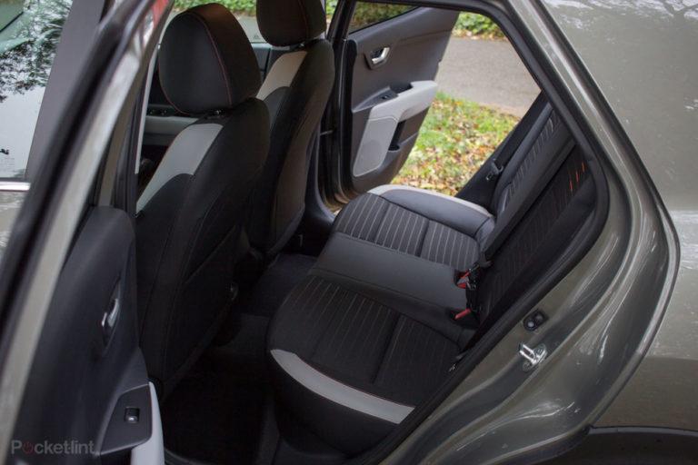 143040-cars-review-kia-stonic-interior-image2-vsbyknzgix