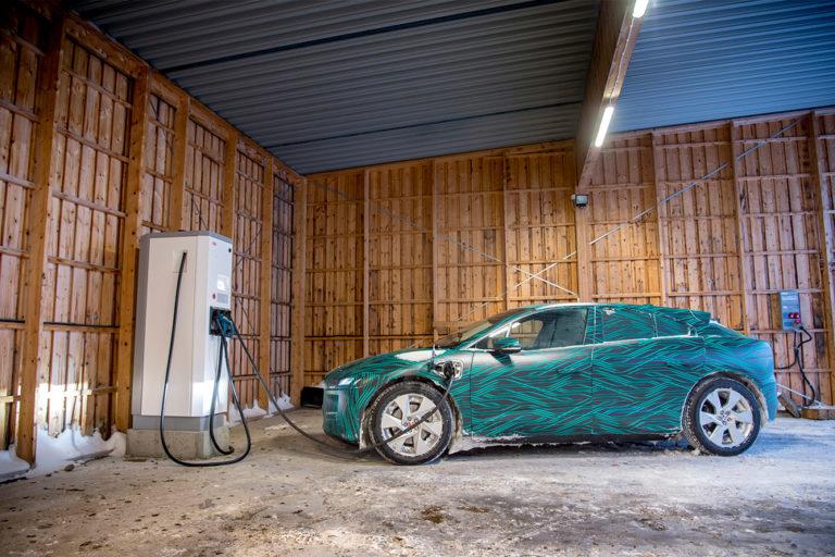 143484-cars-review-hands-on-jaguar-i-pace-charging-image1-mk9fwzbuns