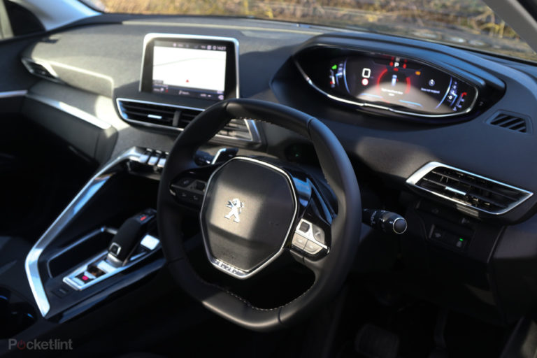 143543-cars-review-peugeot-5008-review-interior-image3-mfh7unsdmv