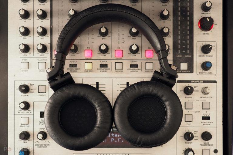 143581-headphones-review-pioneer-hdj-x7-review-image1-mwuffshrqd