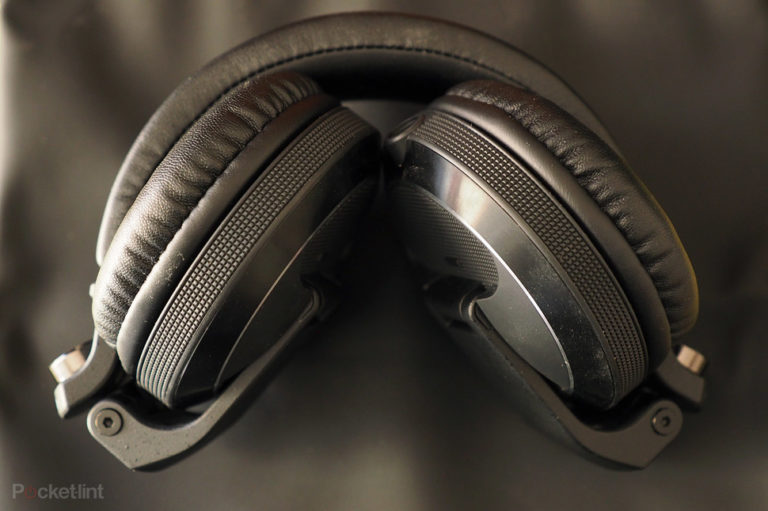 143581-headphones-review-pioneer-hdj-x7-review-image13-h27abgmwhz