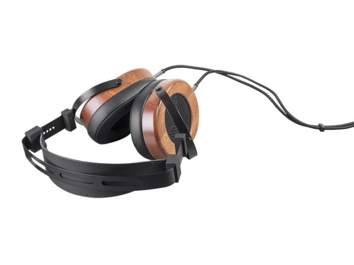 Monoprice Monolith M565 Review : A set of affordable planar magnetic headphones for consumers take the stage.