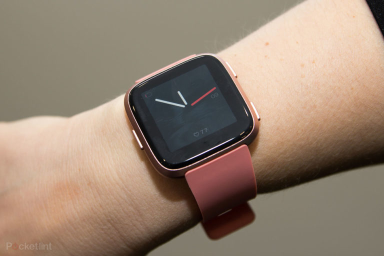 143921-fitness-trackers-review-hands-on-fitbit-versa-image1-cdotlfaktz