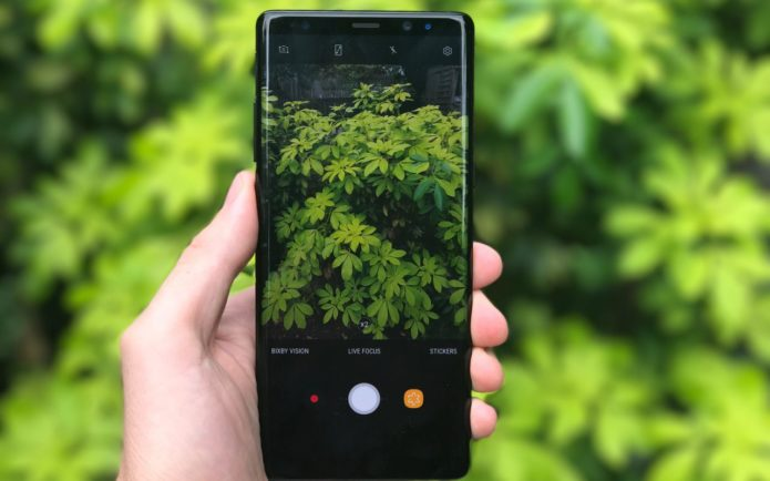 Best Compact Smartphones For Photography 2018