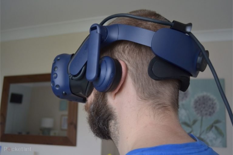 143276-ar-vr-review-review-htc-vive-pro-review-headshots-image4-xwf5oin87t