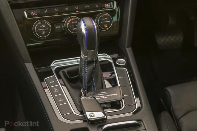 144132-cars-review-volkswagen-passat-gte-—-interior-image4-giatfjb1gy