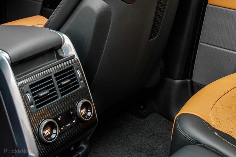 144134-cars-review-range-rover-sport-svr-interior-and-tech-image3-balsensomj