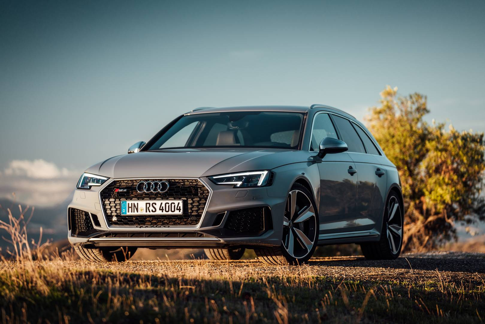 Audi RS4 review: Return of the fast estate king | GearOpen