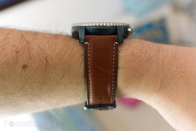 144116-smartwatches-review-fossil-q-explorist-image4-zsxfwglogr