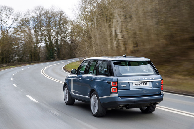 144147-cars-review-range-rover-p400e-review-image5-uzkjqwiphw
