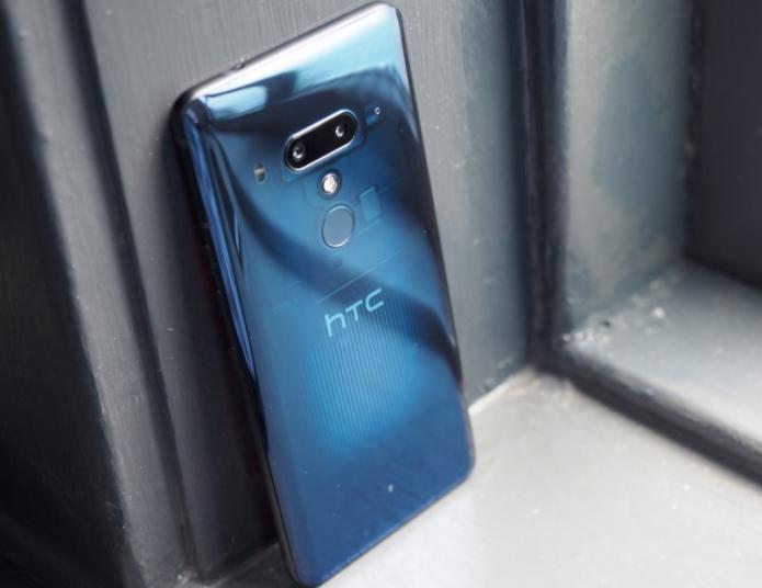 HTC U12+ hands-on review : 4 cameras, more squeeze, no notch