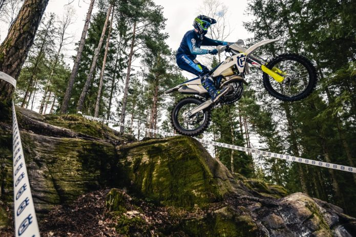 2019-Husqvarna-FX-350-First-Look-cross-country-racing-motorcycle-1