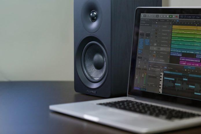 The Fluance Ai40 review: Loud sound, innocuous design