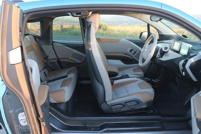 144292-cars-review-bmw-i3-review-–-interior-image3-nbza8t2rov