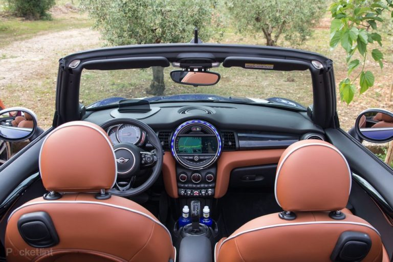 145021-cars-review-mini-convertible-cooper-s-interior-image1-2jrxyngo8z