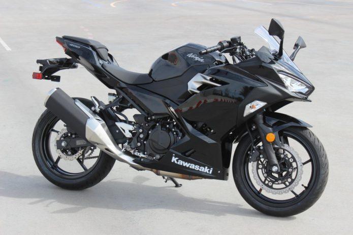 2018 Kawasaki Ninja 400 black (7)