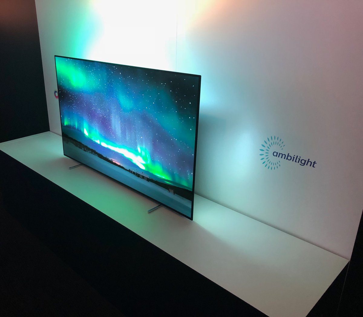 Philips 803 Oled Tv 55oled803 Review Ambilight And Multiple Delights Gearopen