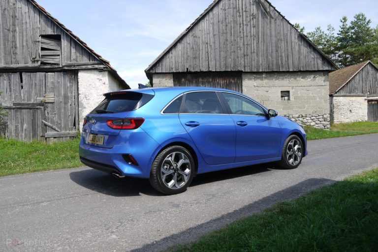 145293-cars-review-kia-ceed-exterior-image2-2nzyb6adm3