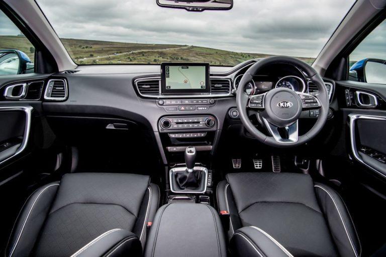 145293-cars-review-kia-ceed-interior-image1-k8ysrrumv5