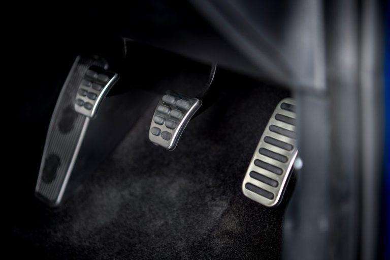 145293-cars-review-kia-ceed-interior-image3-zymui4axrl