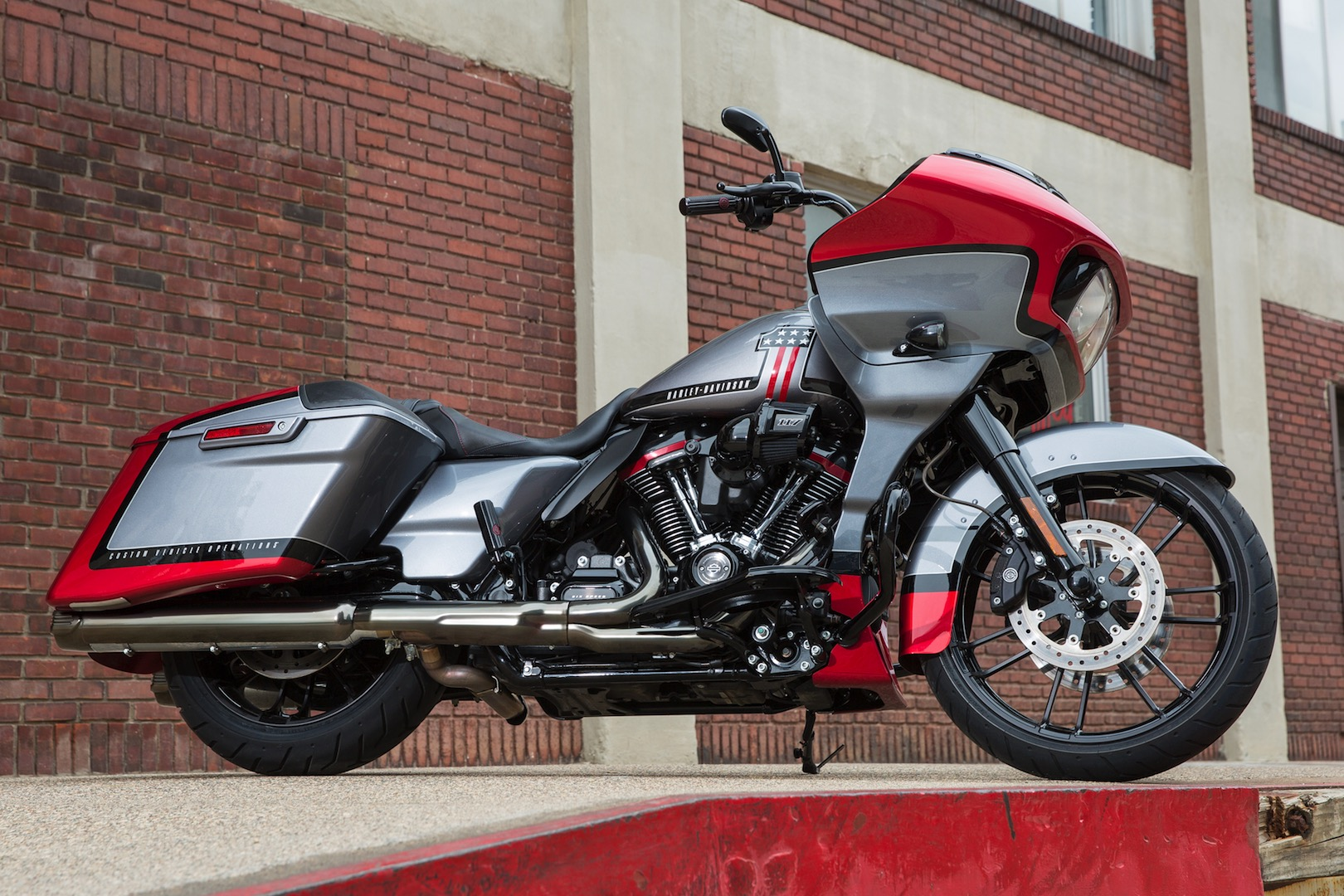 2018 Cvo Road Glide Review >> 2019 Harley-Davidson CVO Road Glide Review (18 Fast Facts) – New Boom! Box | GearOpen