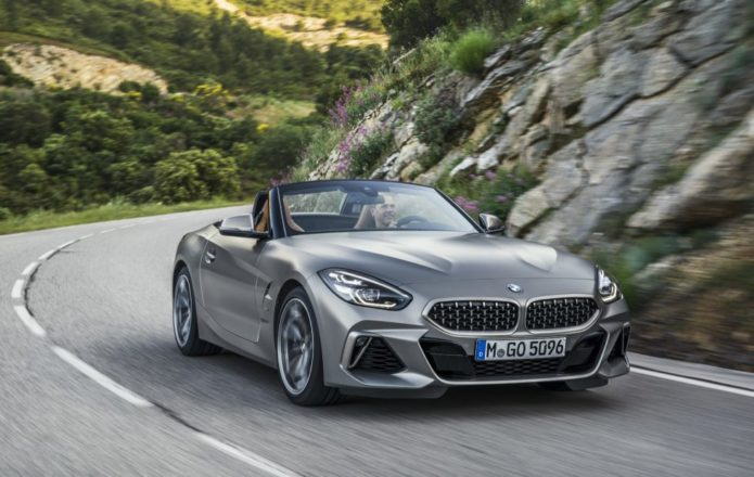 2019 BMW Z4 M40i and Z4 sDrive30i Roadster get official