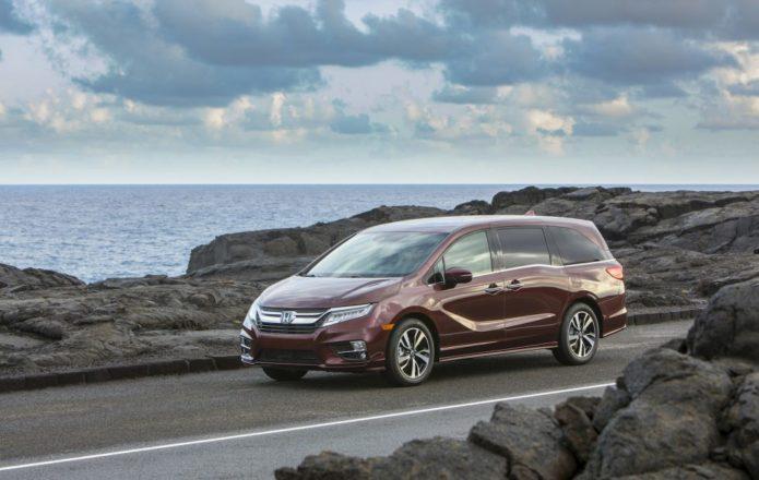 2019 Toyota Sienna vs 2019 Honda Odyssey: Minivan Comparison