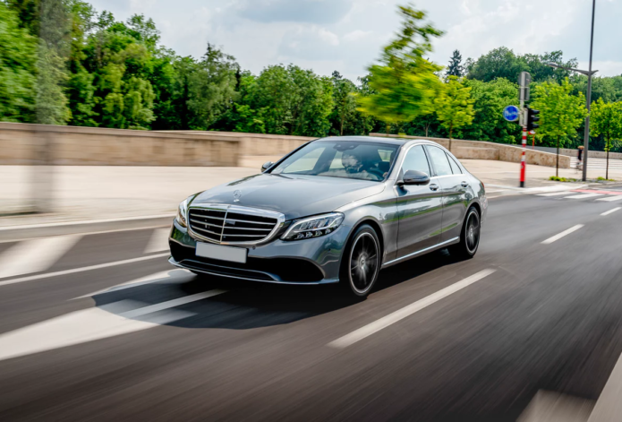 New Mercedes C-Class Saloon Review : Comfortable saloon with a wide range of engines and a stylish cabin