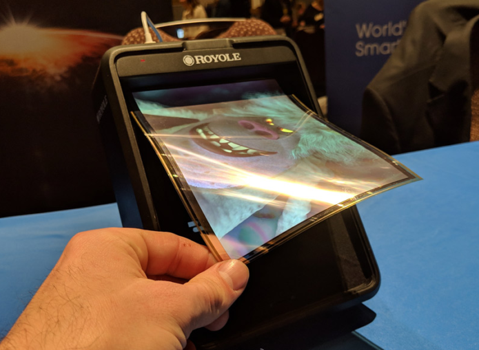 Royole Foldable Display and FlexPai hands-on: Mobile bendy phone screen time