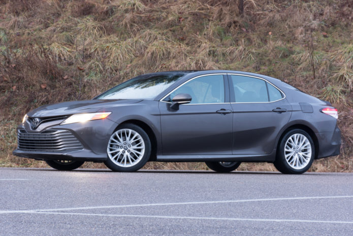 2018-Toyota-Camry-XLE-front-quarter