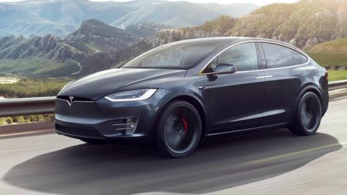 Tesla changes plans and will keep more stores open