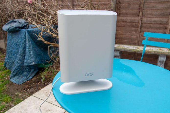 Netgear Orbi Outdoor (RBS50Y) Review : A powerful outdoor Wi-Fi system