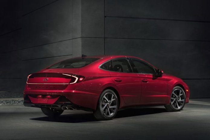 The 2020 Hyundai Sonata Is a Mid-Size Sedan Mic Drop