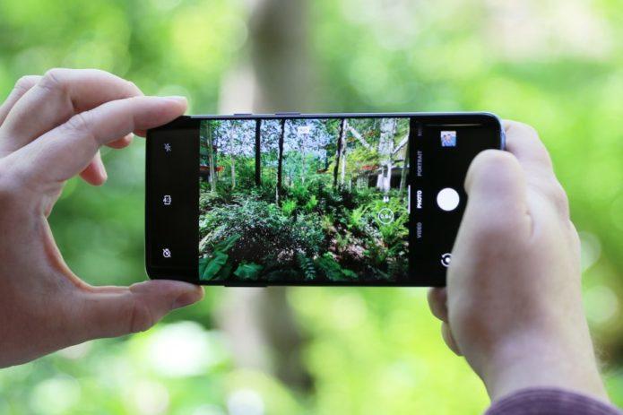 OnePlus-7-Pro-handheld-camera-viewfinder-920x613