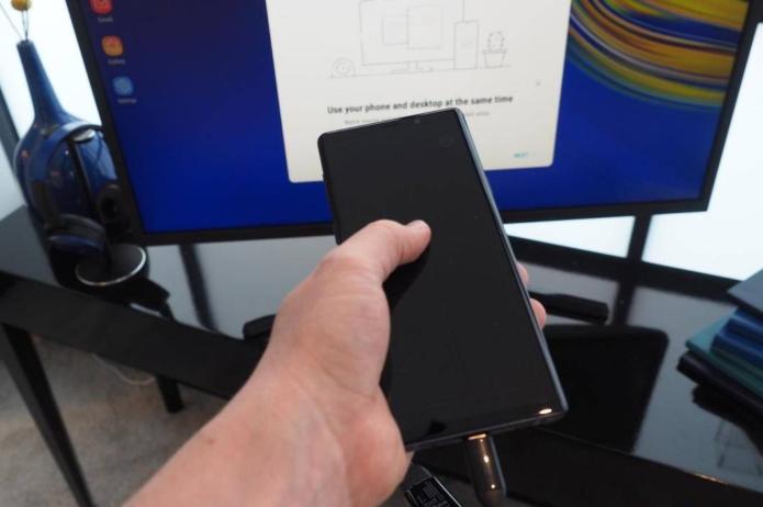 Galaxy Note 10 leaks again: DeX Live, cheaper model battery